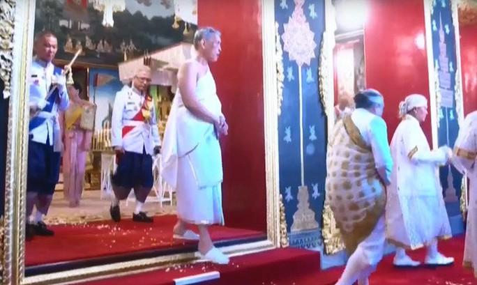 Thái Lan tổ chức lễ đăng quang của Quốc vương - Ảnh 10.