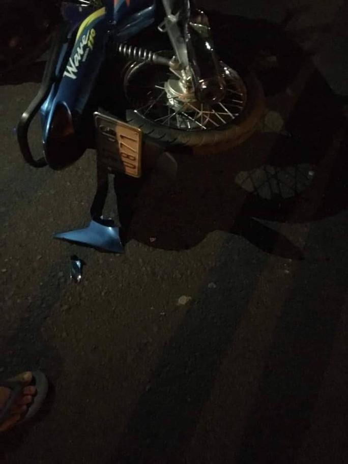 Xe khách đụng chết người, lao vào cột điện khiến hành khách hoảng vía - Ảnh 3.