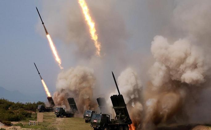 Ông Kim giám sát đợt phóng tên lửa mới nhất của Triều Tiên - Ảnh 1.