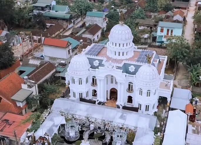 Xôn xao trước dinh thự ở Thanh Hóa có toàn bộ nội thất mạ vàng - Ảnh 1.