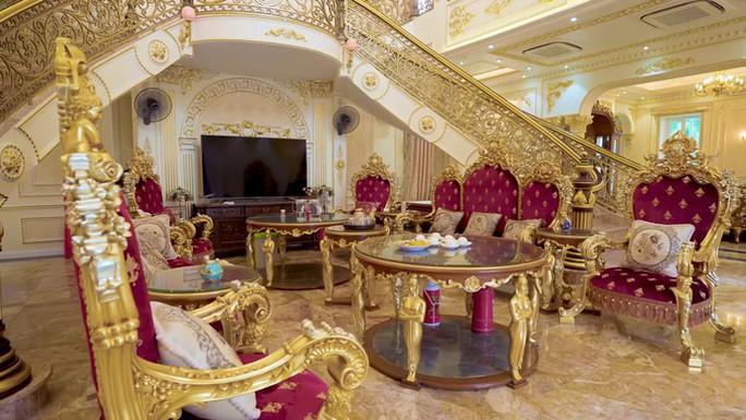 Xôn xao trước dinh thự ở Thanh Hóa có toàn bộ nội thất mạ vàng - Ảnh 5.