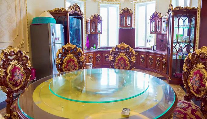 Xôn xao trước dinh thự ở Thanh Hóa có toàn bộ nội thất mạ vàng - Ảnh 6.