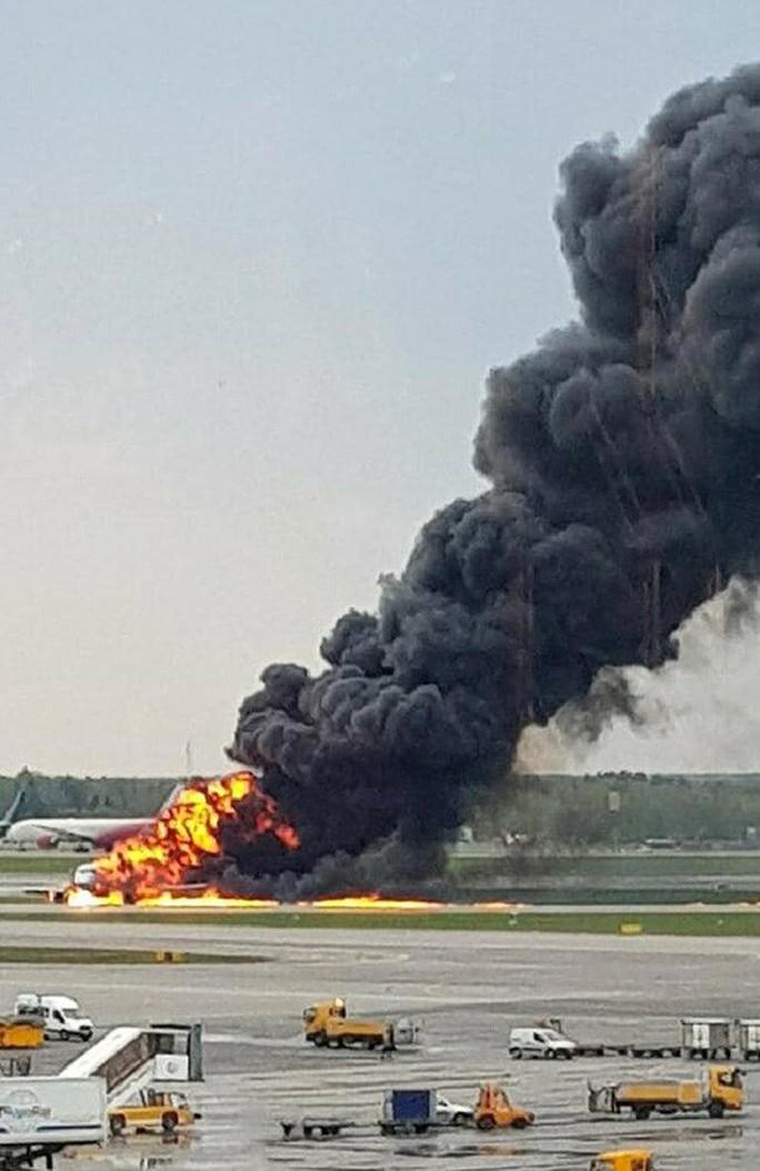 Tổng Bí thư, Chủ tịch nước gửi điện thăm hỏi vụ máy bay cháy ở Nga - Ảnh 1.