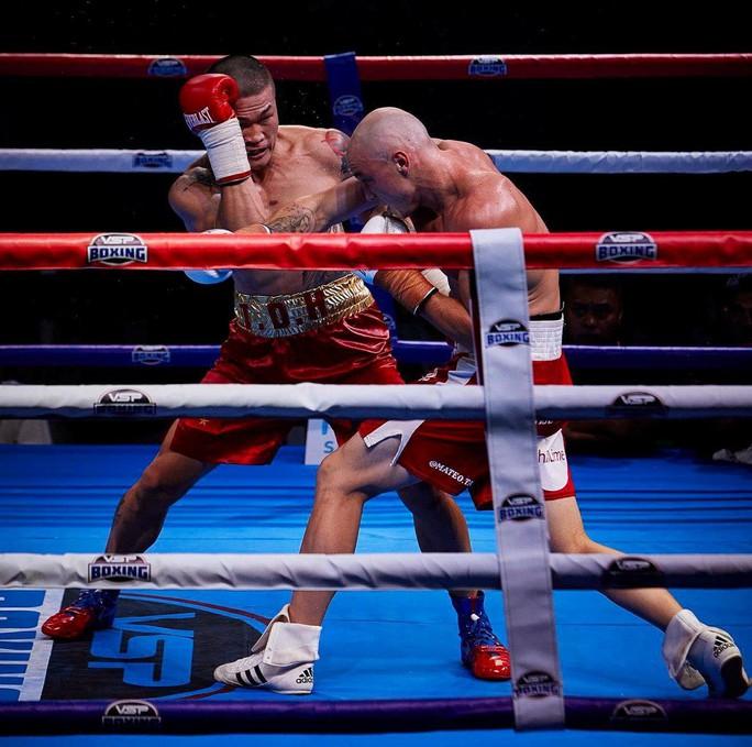 Nam vương boxing Việt mệt mỏi chờ đấu với võ sư Flores - Ảnh 2.