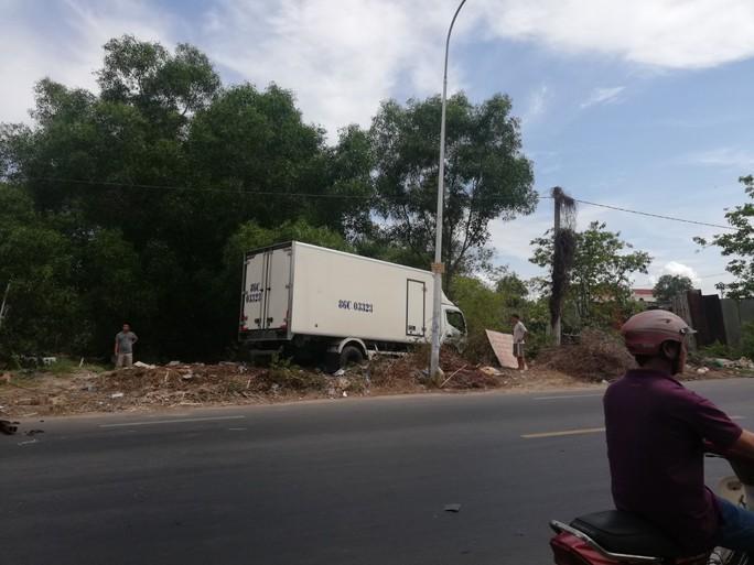 Ôtô tải đâm liên hoàn 3 xe máy, một người tử vong - Ảnh 1.