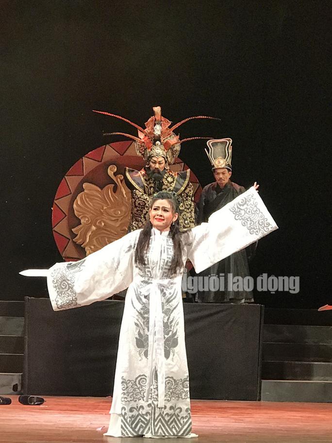 Trinh Trinh, Quế Trân, Lê Khánh khoác áo mới cho Tiên Nga - Ảnh 2.