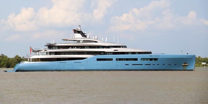 Cận cảnh siêu du thuyền triệu đô lướt sóng trên sông Hậu - Ảnh 7.