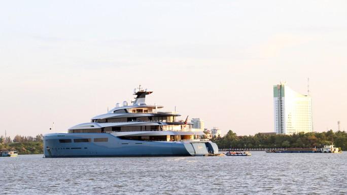 Cận cảnh siêu du thuyền triệu đô lướt sóng trên sông Hậu - Ảnh 6.
