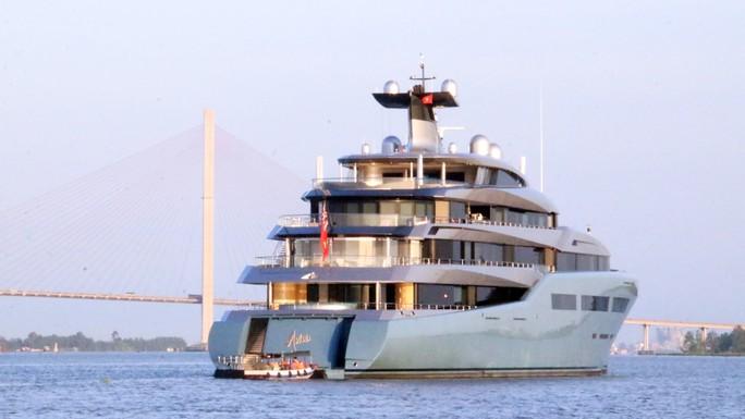 Cận cảnh siêu du thuyền triệu đô lướt sóng trên sông Hậu - Ảnh 5.