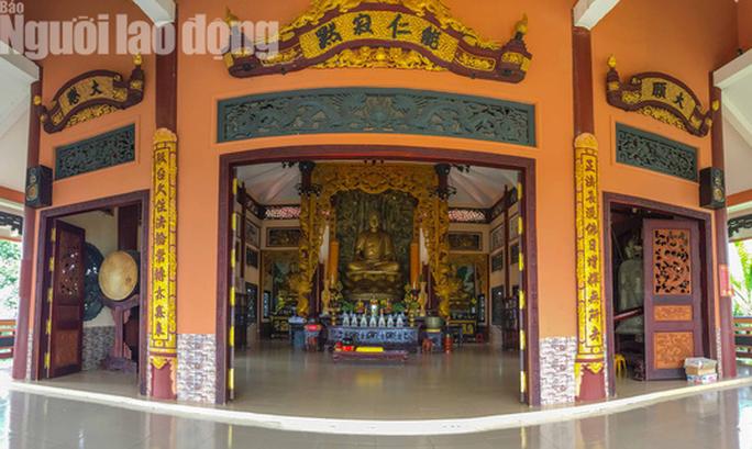 Chiêm ngưỡng ngôi chùa vùng biên giới có tượng Phật cao nhất miền Tây - Ảnh 11.