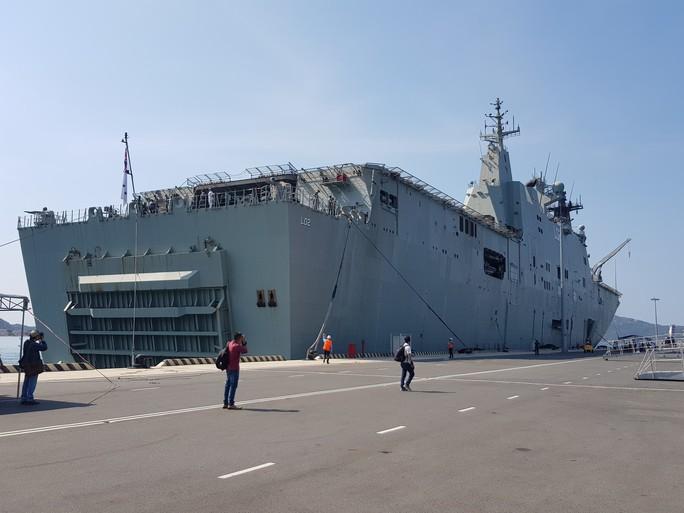Đón đại bản doanh trên biển của hải quân Úc đến Cam Ranh - Ảnh 4.