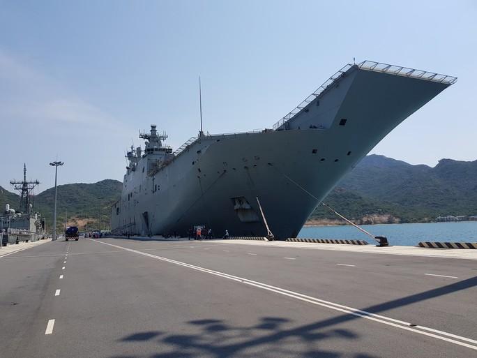 Đón đại bản doanh trên biển của hải quân Úc đến Cam Ranh - Ảnh 3.