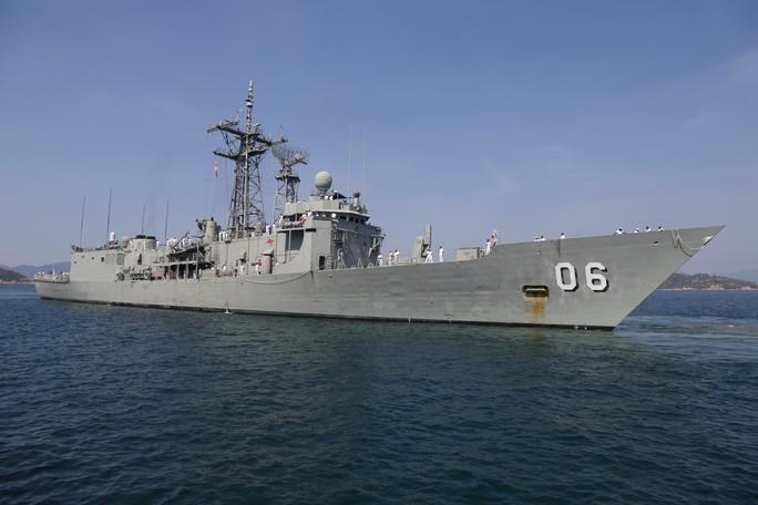 Đón đại bản doanh trên biển của hải quân Úc đến Cam Ranh - Ảnh 7.