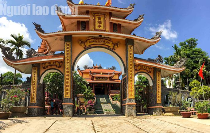 Chiêm ngưỡng ngôi chùa vùng biên giới có tượng Phật cao nhất miền Tây - Ảnh 8.