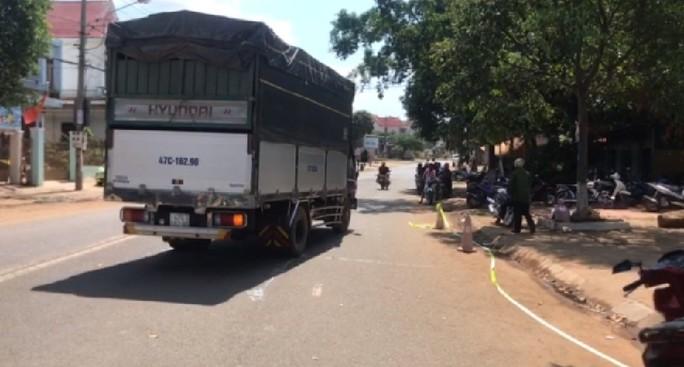 Bị xe tải tông phía sau, người đàn ông tử vong tại chỗ - Ảnh 2.