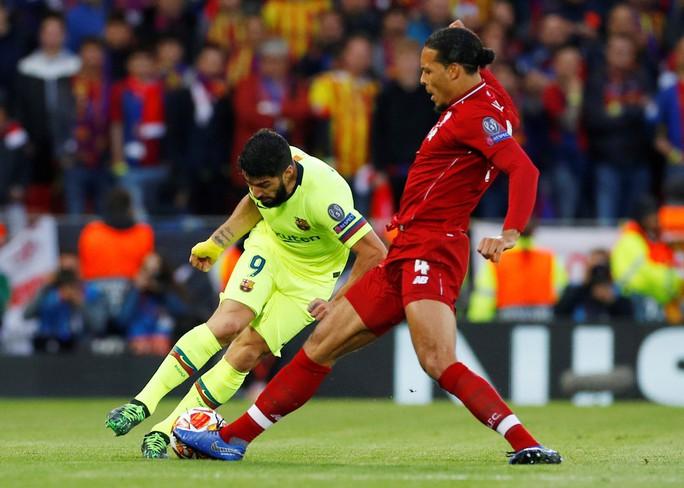 Luis Suarez: Barcelona đáng xấu hổ vì lặp lại sai lầm tương tự - Ảnh 1.
