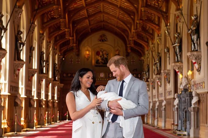 Anh: Hoàng tử nhỏ mới sinh đã được đặt tên - Ảnh 1.