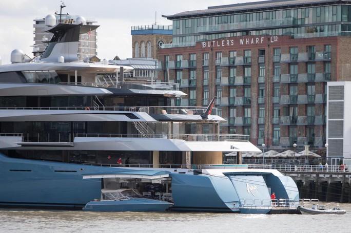 Khám phá du thuyền của ông chủ Tottenham đang ngao du đảo ngọc Phú Quốc - Ảnh 2.