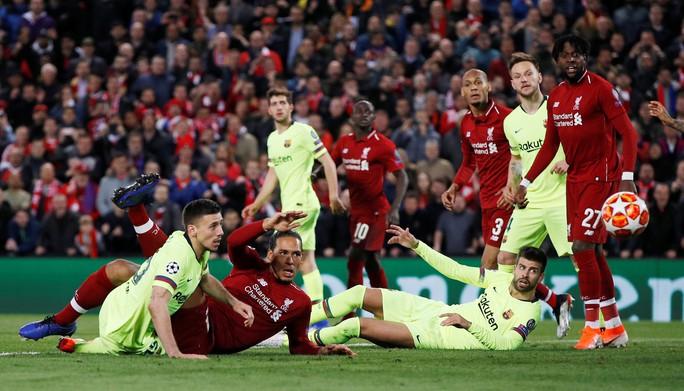 Loại Barcelona, Liverpool gây choáng truyền thông thế giới - Ảnh 2.