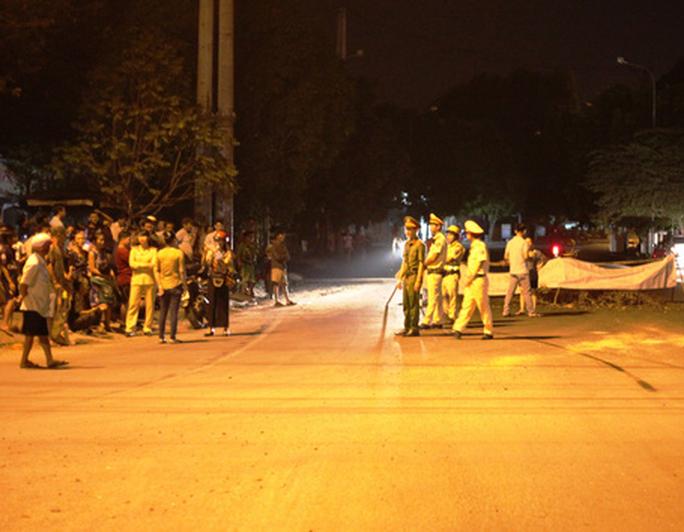 Nửa đêm, người dân Quảng Ngãi chặn xe vì bức xúc mùi hôi - Ảnh 1.