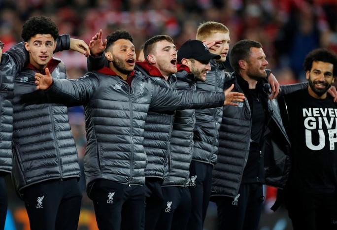 Loại Barcelona, Liverpool gây choáng truyền thông thế giới - Ảnh 4.