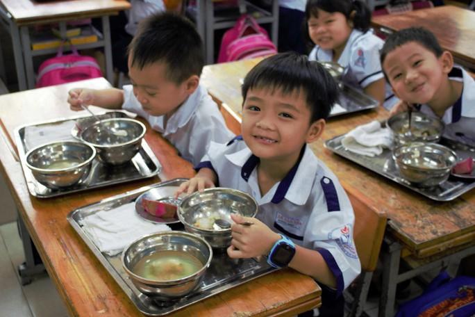 Cải thiện tầm vóc trẻ em thông qua bữa ăn học đường dinh dưỡng - Ảnh 1.
