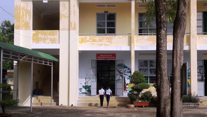 Vụ trường chuẩn quốc gia chờ sập: Huyện chi hơn 700 triệu đồng sửa chữa - Ảnh 1.