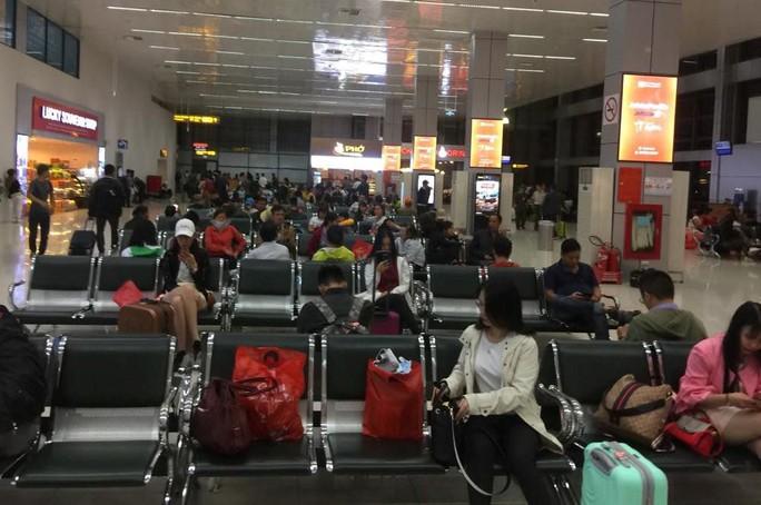 2 thanh niên nghiện ma túy vào Tân Sơn Nhất trộm đồ khách đi máy bay - Ảnh 1.