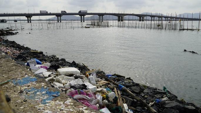 Thị sát ô nhiễm, Bí thư Tỉnh ủy tỉnh BR-VT yêu cầu thay lãnh đạo phường - Ảnh 2.