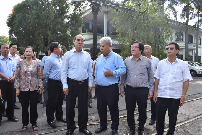 Bí thư Nguyễn Thiện Nhân khảo sát công tác chỉnh trang đô thị ở quận 3 - Ảnh 1.