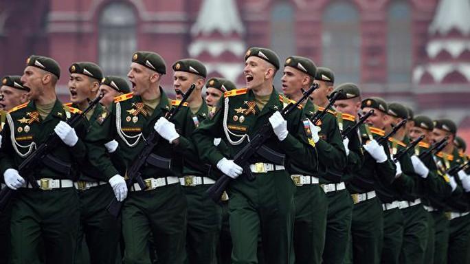 Nga diễu binh rầm rộ mừng Ngày Chiến thắng - Ảnh 4.