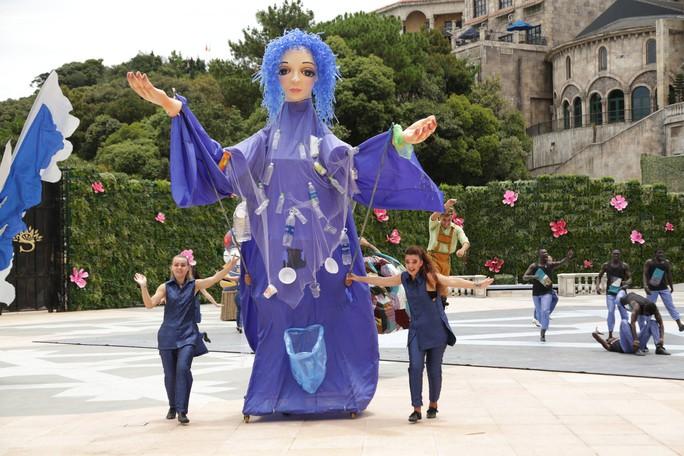 Mãn nhãn với show nghệ thuật đẳng cấp quốc tế Vũ hội Ánh Dương - Ảnh 13.