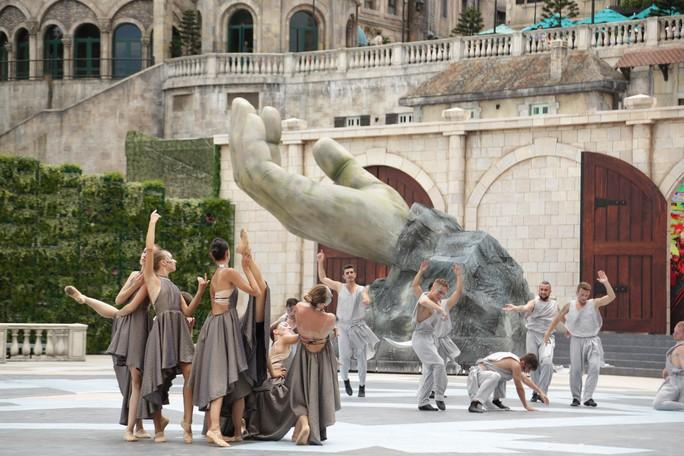 Mãn nhãn với show nghệ thuật đẳng cấp quốc tế Vũ hội Ánh Dương - Ảnh 6.