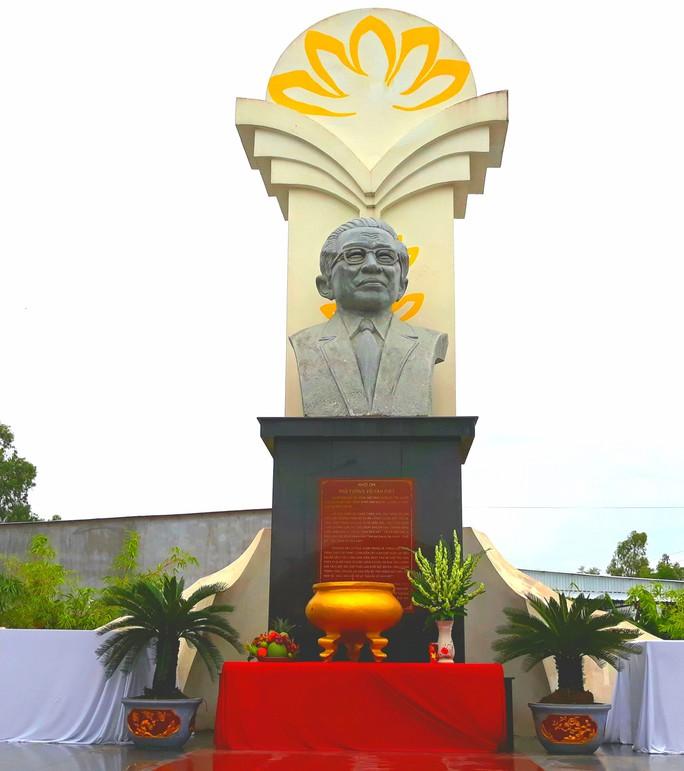 Dân vùng Tứ giác Long Xuyên tổ chức lễ giỗ cố Thủ tướng Võ Văn Kiệt - Ảnh 1.