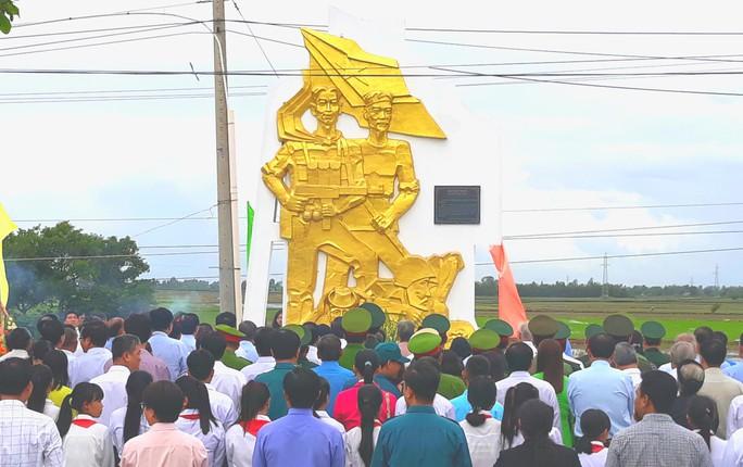 Dân vùng Tứ giác Long Xuyên tổ chức lễ giỗ cố Thủ tướng Võ Văn Kiệt - Ảnh 2.