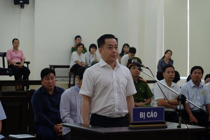 Vụ xử 2 cựu thứ trưởng Bộ Công an: Vũ nhôm nói có bằng chứng mới và giao nộp HĐXX - Ảnh 1.