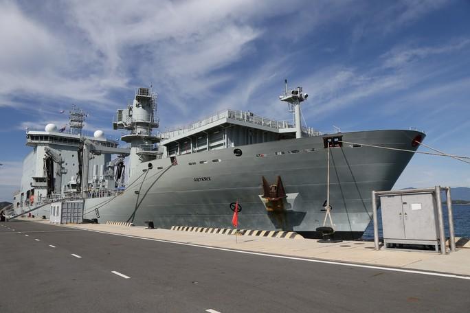 Ngắm 2 tàu Hải quân Hoàng gia Canada lần đầu ghé cảng Cam Ranh - Ảnh 5.