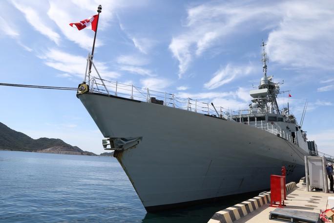 Ngắm 2 tàu Hải quân Hoàng gia Canada lần đầu ghé cảng Cam Ranh - Ảnh 3.