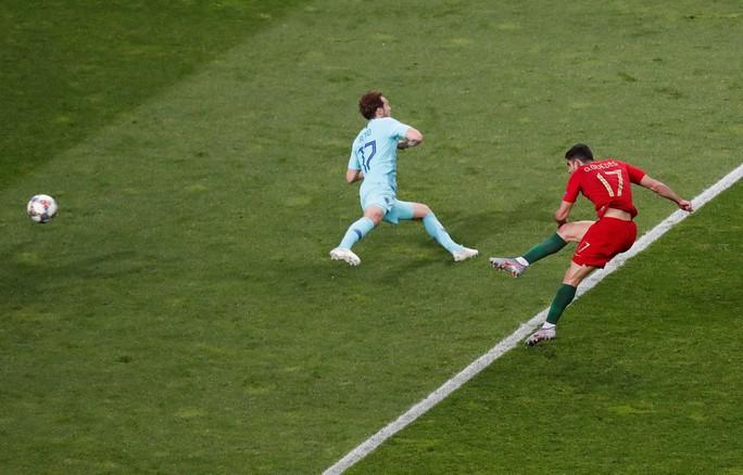 Người hùng vô danh tỏa sáng, Bồ Đào Nha lên đỉnh châu Âu - Ảnh 5.