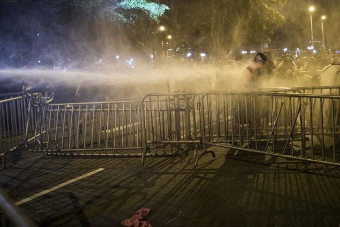 """Báo Trung Quốc: Người biểu tình ở Hồng Kông bị """"dắt mũi"""" - Ảnh 2."""