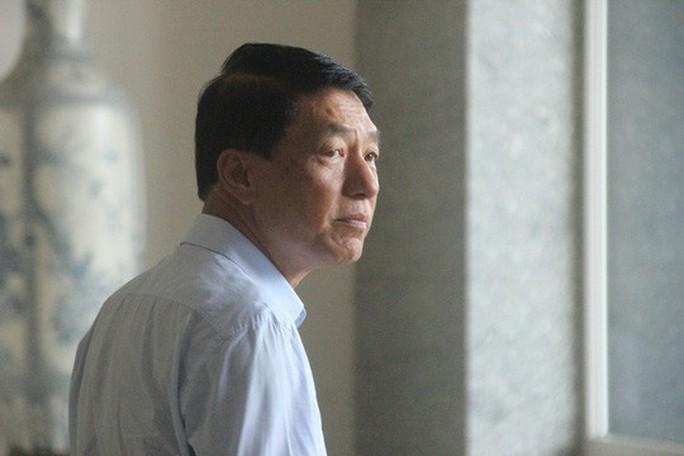 Video cựu thứ trưởng Bộ Công an ra tòa cùng Vũ nhôm - Ảnh 6.