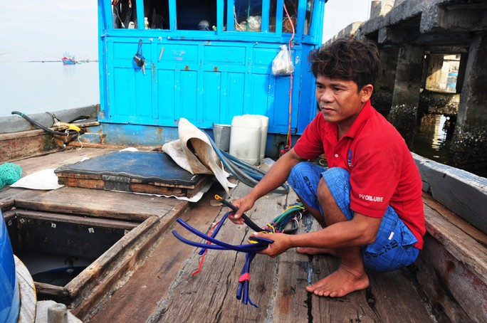 Nghe ngư dân kể lại việc bị tàu Trung Quốc cướp 2 tấn mực - Ảnh 5.