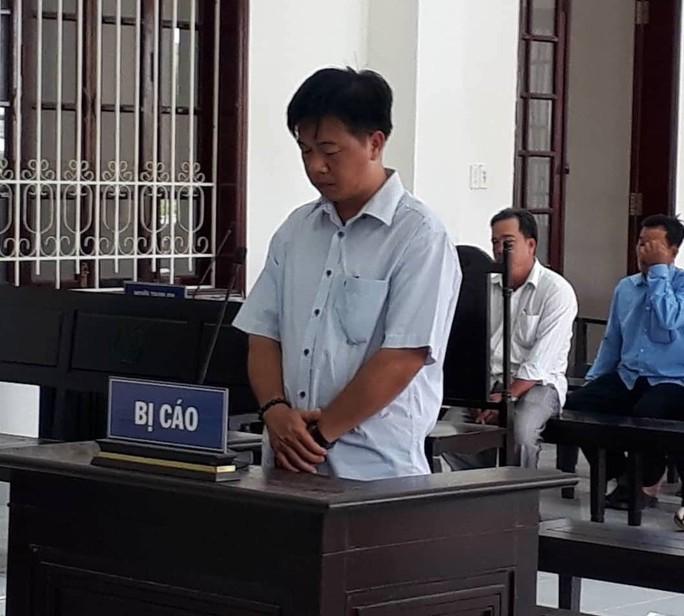 Cựu chủ tịch xã chỉ đạo cấp dưới quyết toán khống, lấy tiền mua laptop - Ảnh 1.
