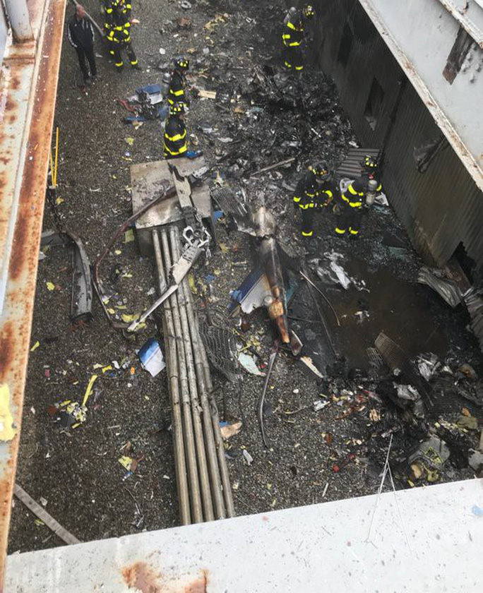 Mỹ: Trực thăng lao xuống trung tâm New York gây náo loạn - Ảnh 1.