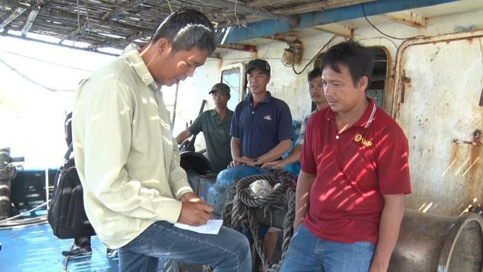Nghe ngư dân kể lại việc bị tàu Trung Quốc cướp 2 tấn mực - Ảnh 4.