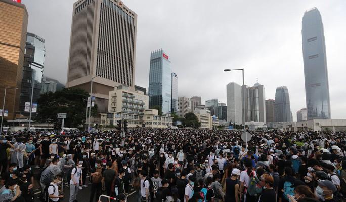 Trung Quốc tố Mỹ can thiệp nội bộ, Hồng Kông biểu tình - Ảnh 1.