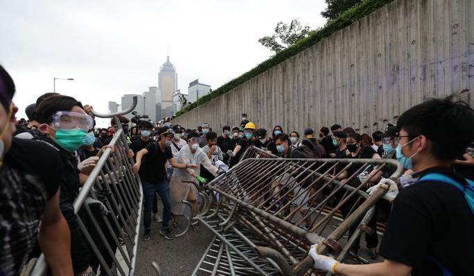 Trung Quốc tố Mỹ can thiệp nội bộ, Hồng Kông biểu tình - Ảnh 3.
