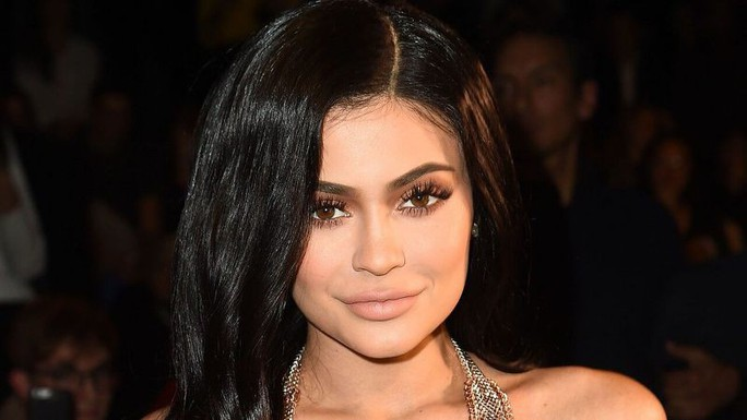Kylie Jenner nhận gạch đá vì làm tiệc cảm hứng phim 18+ - Ảnh 6.