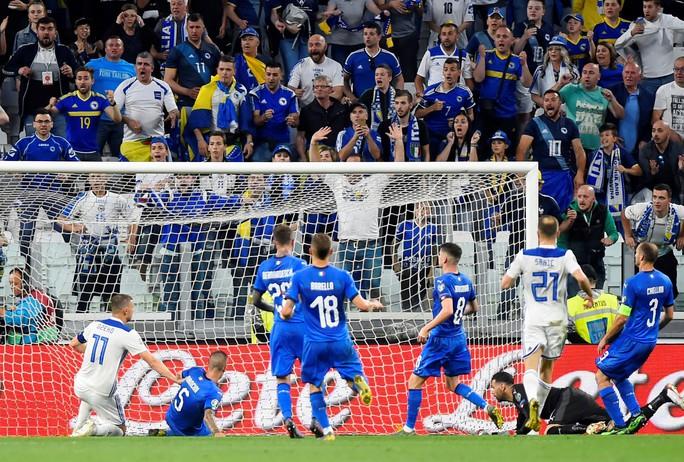 Vòng loại Euro 2020: Đại gia trút giận, cục diện ngỡ ngàng - Ảnh 12.