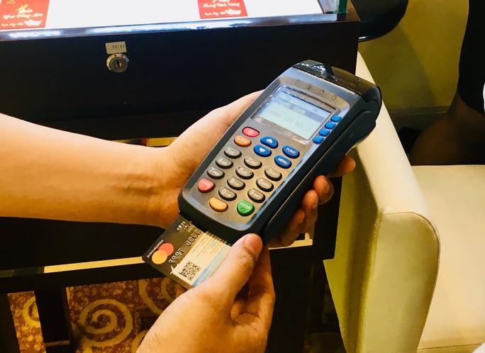 Vì sao người dân vẫn ngại dùng thẻ tín dụng? - Ảnh 1.